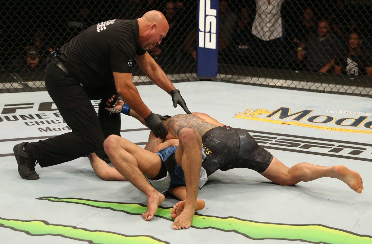 Um ano!! Neste mesmo dia, em 2019, @RdosAnjosMMA 🇧🇷finalizava Kevin Lee no quarto round do #UFCRochester https://t.co/GmKQg9V6wr
