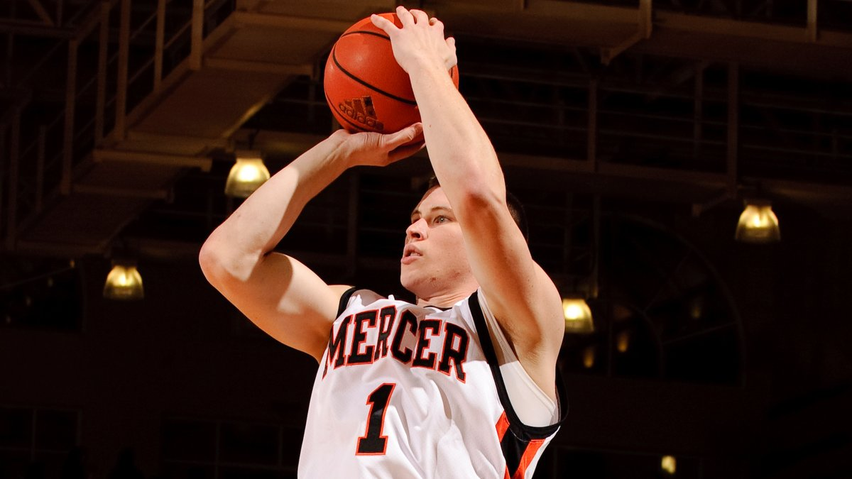 Did you know that @ejkusnyer was on 🔥 from beyond the arc during the 2009-10 season? He finished second in the country with 1️⃣1️⃣0️⃣ made 3️⃣-pointers‼ After his collegiate career ended, he represented the 🐻s overseas, playing professionally in 5️⃣ countries!   #RoarTogether https://t.co/C7c0OlQLAl
