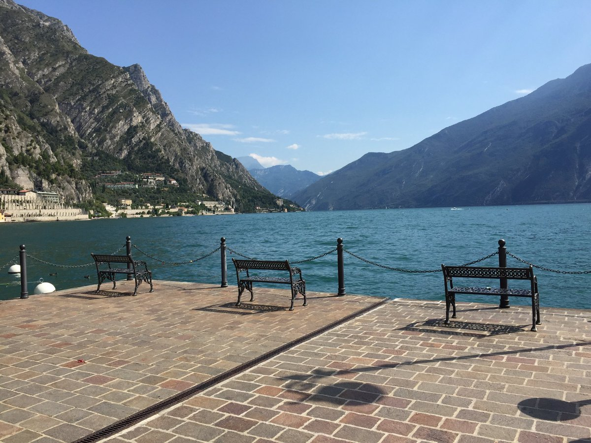 Sit me down and leave me here. #BenchFans #Italy   pic.twitter.com/2VNUVskPja