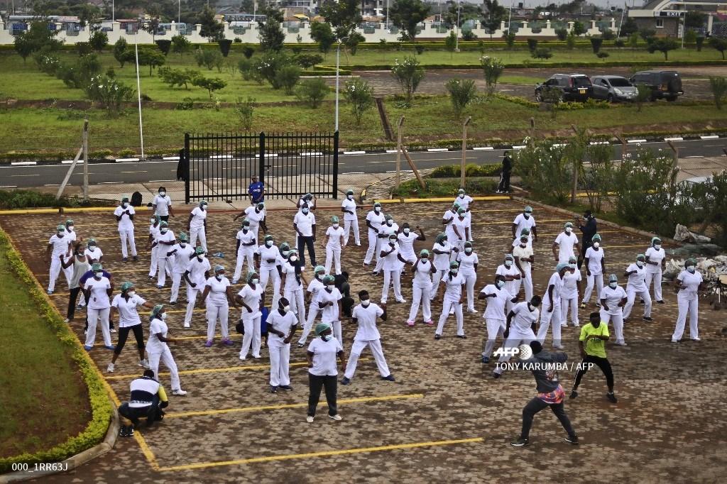 📷Loeil de la Genève internationale dedicates a photograph to those who fight daily against #COVID19. ➡️Today Kenyatta University Hospital #Nurses @kutrrh @NCKenya, #Nairobi,#Kenya: bit.ly/2LCGNCL #HealthForAll