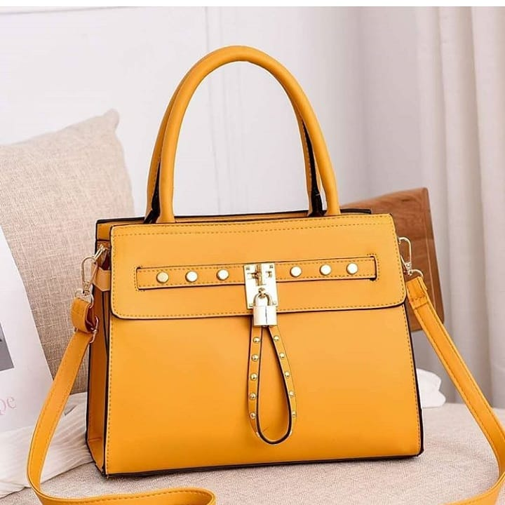 How old is your office bag? Shop this bag and be proud to place it on your desk Item: Bag Size: Big Price: 9,000 Lagos, Nigeria #iphone11 pic.twitter.com/3lOz93luI6