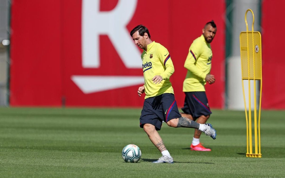 📸 Players during training today. [FCB]🔵🔴