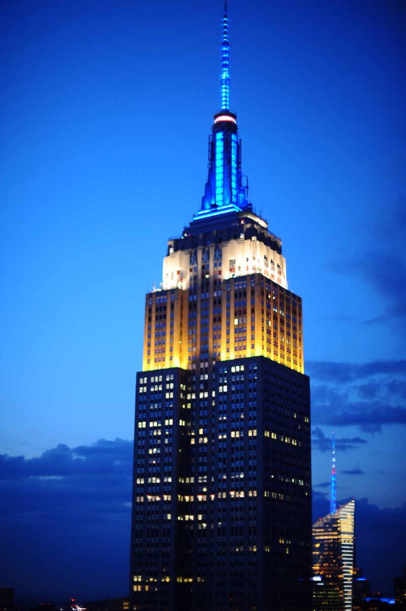 For the 12th consecutive year, the @EmpireStateBldg, in partnership with the FDNY, will be illuminated in celebration of #EMSWeek. The yellow, blue, and white lighting with a signature heartbeat effect will honor the life-saving efforts of our city's Emergency Medical Services.pic.twitter.com/7asnHniz2f