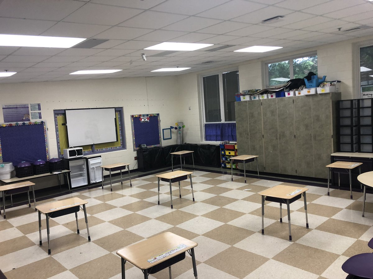 Transparency in following guidelines...Social distancing in an elementary classroom. Each desk is 6ft apart allowing space for 9 desks.   Now I'm no math genius but according to my calculations that's now enough desks for each student in the class. 🤔🤔#MiddieRising https://t.co/9aRqVYMtjK