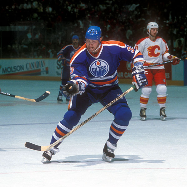 Happy 57th Birthday 🎂to #LetsGoOilers Alumni Marty McSorley! 2x #StanleyCup Champ 🏆 This 17 year #NHL veteran is a member of the 3000 Penalty Minutes Club finishing with 3381. Photos from the #YEG #ProAmFanCave Image Archive.📸 ow.ly/UV9q50zJG62