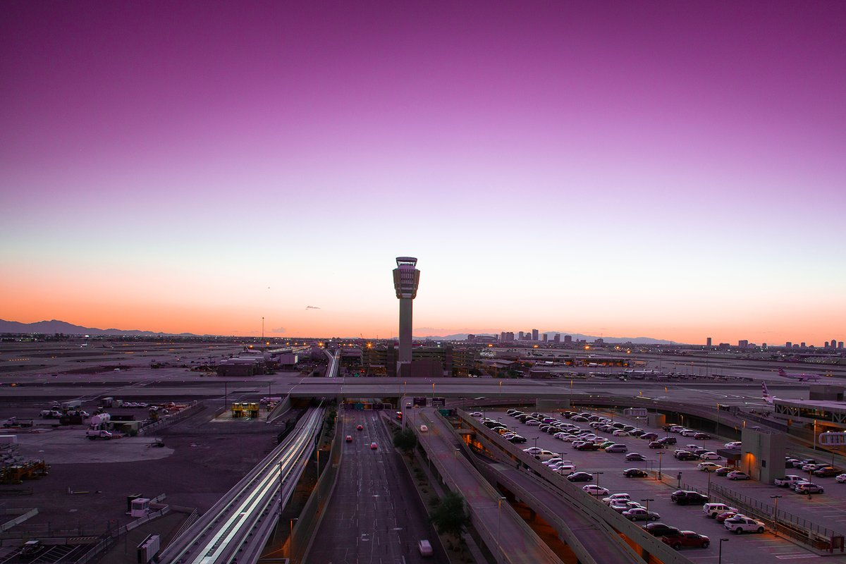 We leave you on this ... um... Wendesday? with a gorgeous sunset shot over @PHXSkyHarbor airport. #JustStunning Thank you Phoenix for a gorgeous way to end the day! https://t.co/J6BaB16IVH