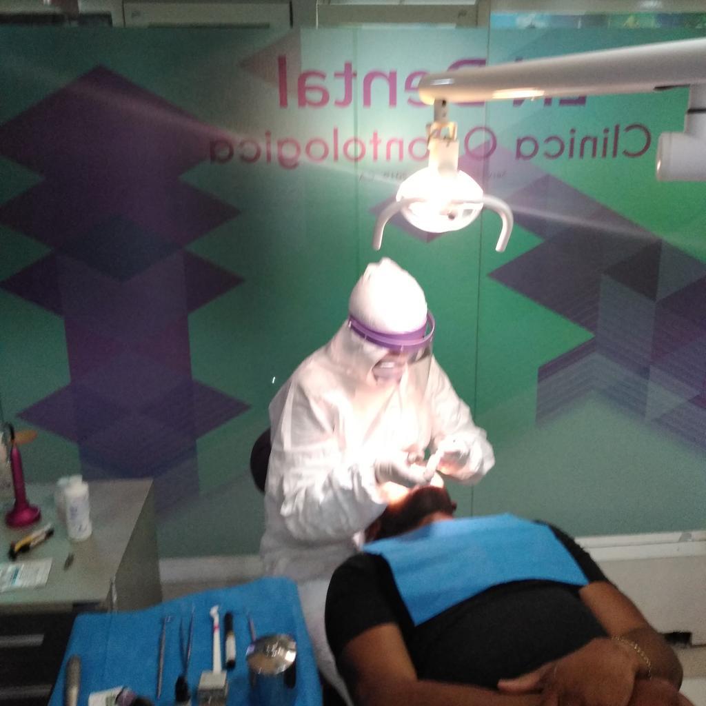 Holaaaaa! Estamos atendiendo emergencias odontologicas Caracas Previa cita.  0426-1177788  #emergencias #caracas #dolor #dientes #fracturas #LaCandelaria #oeste #resinas #estetica #blanqueamiento #odontologos #catia #18Maypic.twitter.com/47o0tI1May
