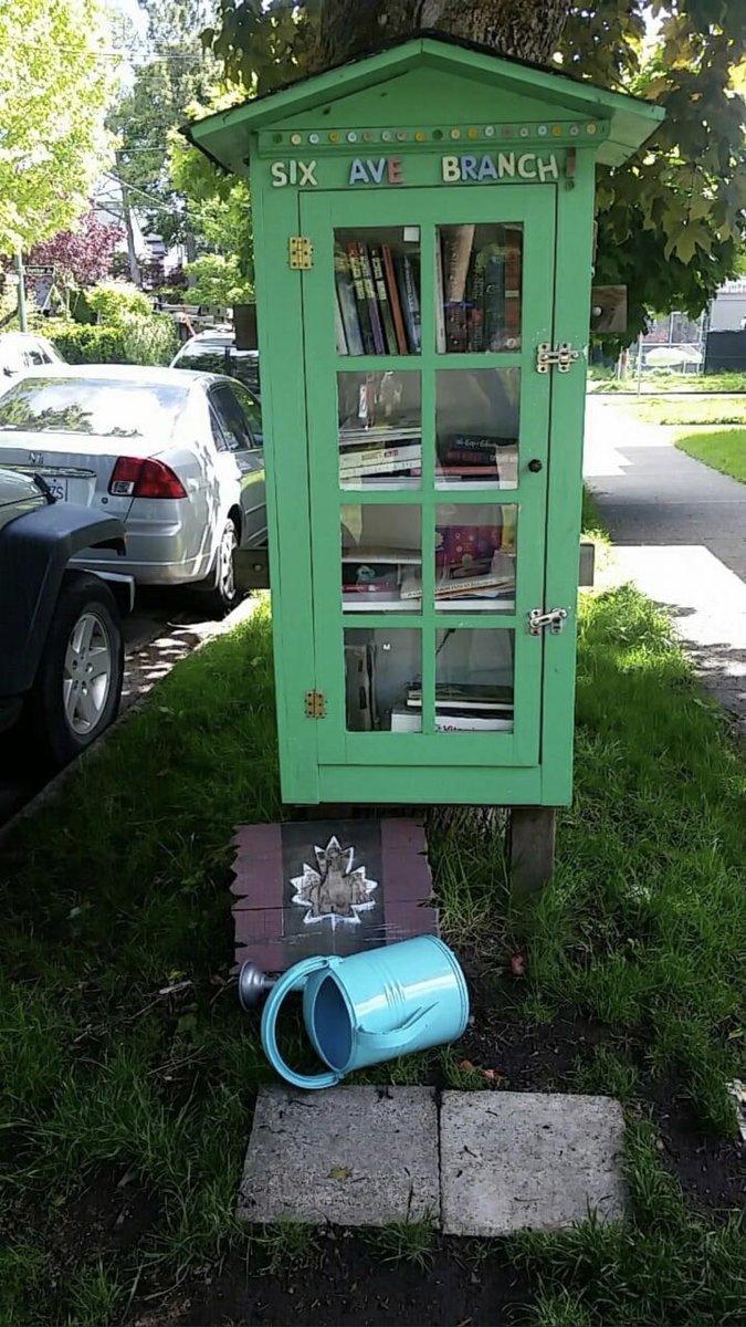 I love all the 'lil Free Libraries all around my neighbourhood. This is a bigger one than most. #YVR #Vancouver pic.twitter.com/ALNDDLpodf