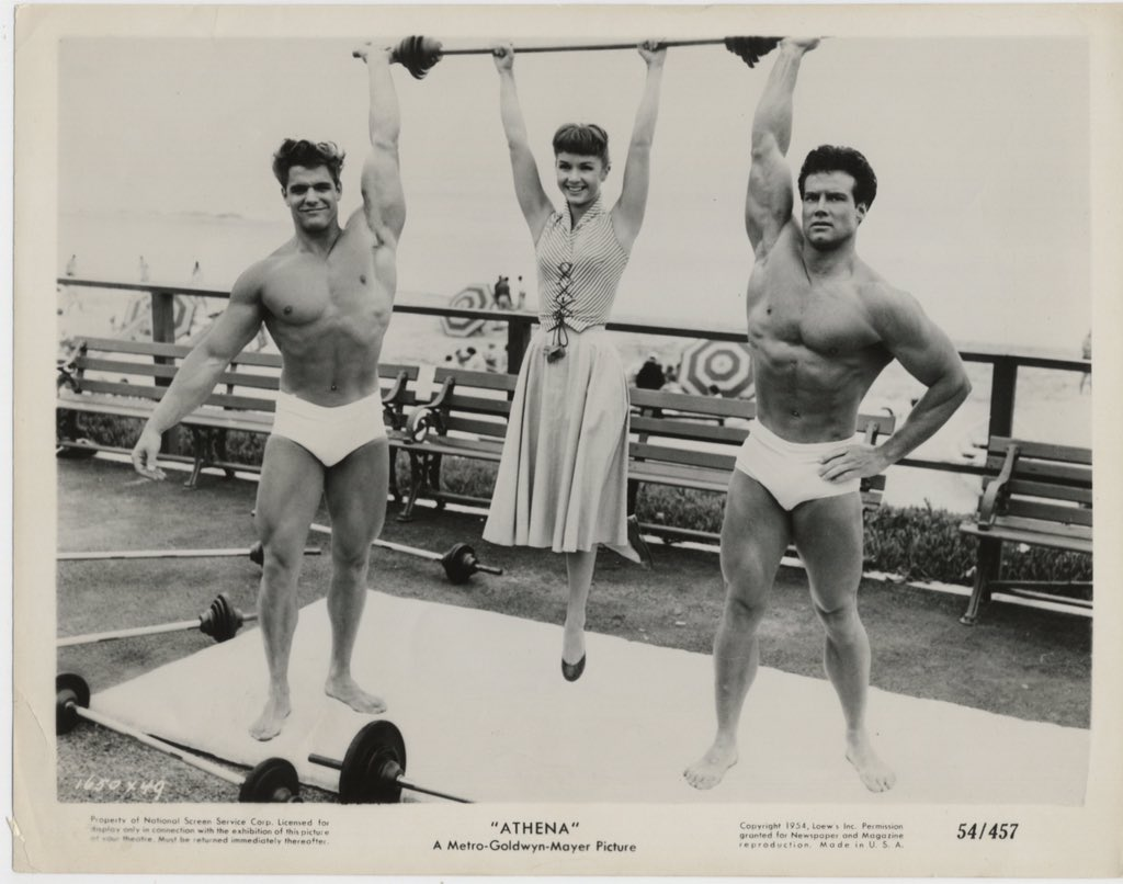 """Love this picture of Debbie Reynolds, with physique models Richard Dubois and Steve Reeves, promoting her """"new"""" movie Athena (1954). L https://t.co/mqdn6io2GP"""