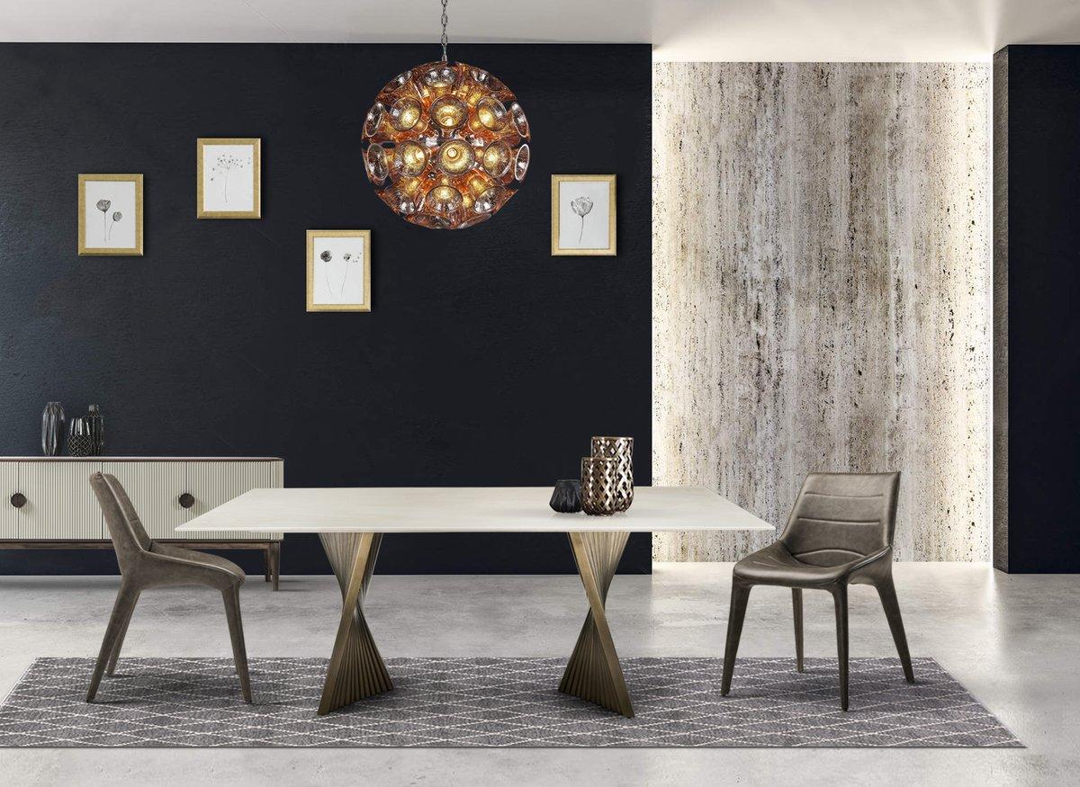 A simplistic modern design goes a long way in establishing elegance and sophistication in home décor. #idus #diningroom #nesco #diningtable #diningchair #metaldiningtable #woodendiningtable #marblediningtable #lamp #leatherdiningchair #designertable #designerchair #italianmarblepic.twitter.com/Xa0GygYlEA