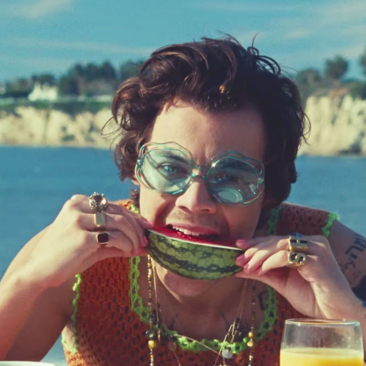 Be back - just off to the shops to get a couple of 🍉🍉 @Harry_Styles we are obsessed with the new clip! #harrystyles #watermelonsugar https://t.co/cK8KhYnyvn