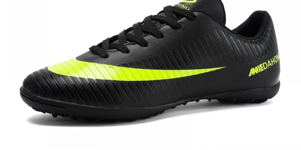 #shopaholic #clothes Indoor Football Shoes for Men pic.twitter.com/3RJu2LJniK