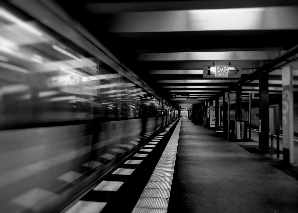 A directive is a line that is not really a line  #berlin #photography #blackandwhite #monochrome #visitberlin #weilwirdichlieben #BVG_Ubahn #BVG_Kampagnepic.twitter.com/zsjVhvHnrp
