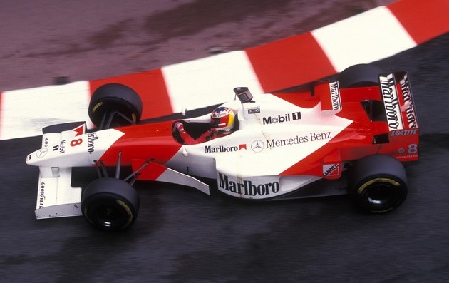 In the pic of the '96 Monaco slow-down lap, above, you'll spot David Coulthard's McLaren, which finished 2nd. Look carefully & you'll see that DC isn't wearing his usual Saltire-themed helmet. This pic shows what he wore instead: a helmet borrowed from Michael Schumacher. (2/2) https://t.co/rj1J6UrS2u
