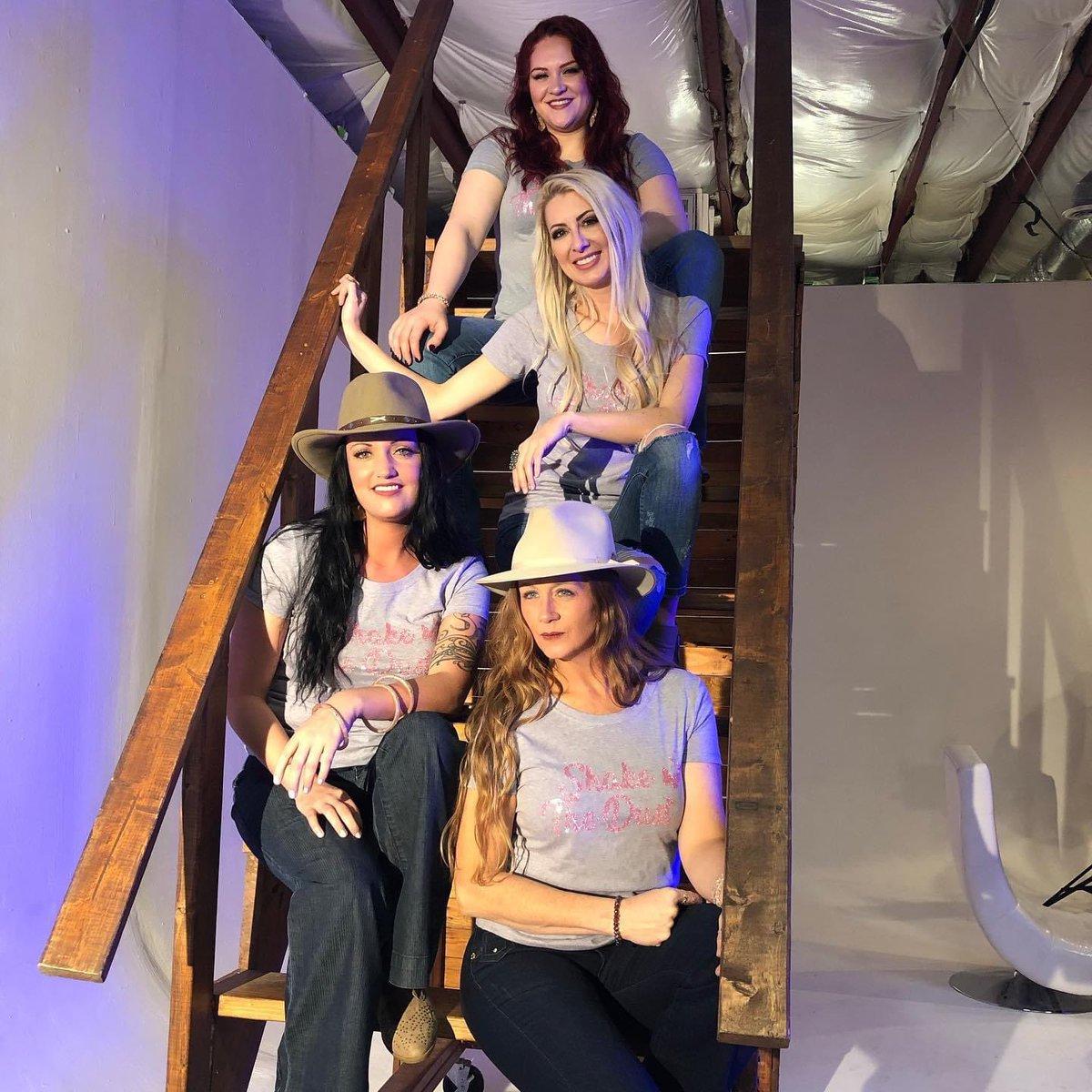 Stairway to Heaven #epic #shakethedust #stairs #hats #photography #studio #beautiful #womenempowerment #womenincountry #highwaywomenpic.twitter.com/ch7JYsUuOG