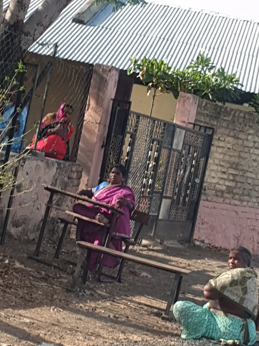 Quarantine situation at Palaspur Z.P School, Parner Ahemadnagar. Localities are meeting up with them freely without mask sanitizer or any other safety equipments. There might be a risk even for other villagers too. Help @CMOMaharashtra @AUThackeray @rajeshtope11 @AnilDeshmukhNCPpic.twitter.com/YVVwf4zObY