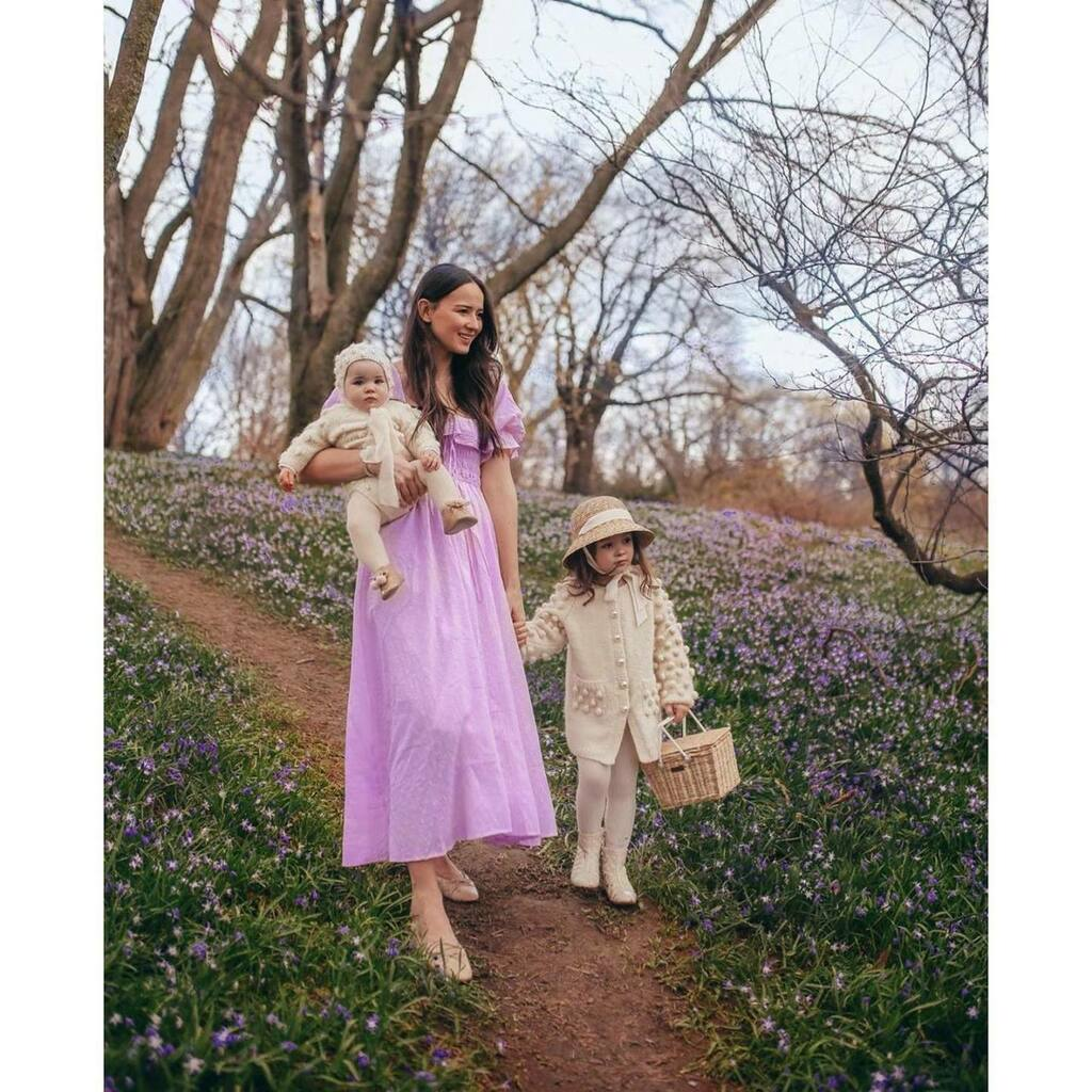 Going for a walk …….Sweet image of Victoria, Esme and Rose from @allthingsvictoria  #springishere . . #Repost @allthingsvictoria ・・・ Fields of periwinkle dreams  https:// instagr.am/p/B_zs5ynnD7H/      https:// ift.tt/3bKBjQX    <br>http://pic.twitter.com/jPxdD5ZJV5