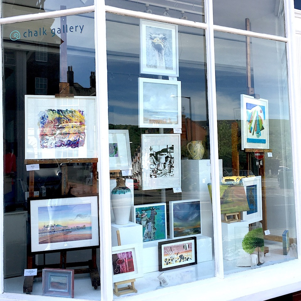 So here we are ...the new Chalk Gallery window display! We are still closed but all this wonderful art can be bought directly from our artists. Contact details can be found on our website and on the gallery door. #Lewes #Sussex #artgallery pic.twitter.com/ZejfdfFGmC
