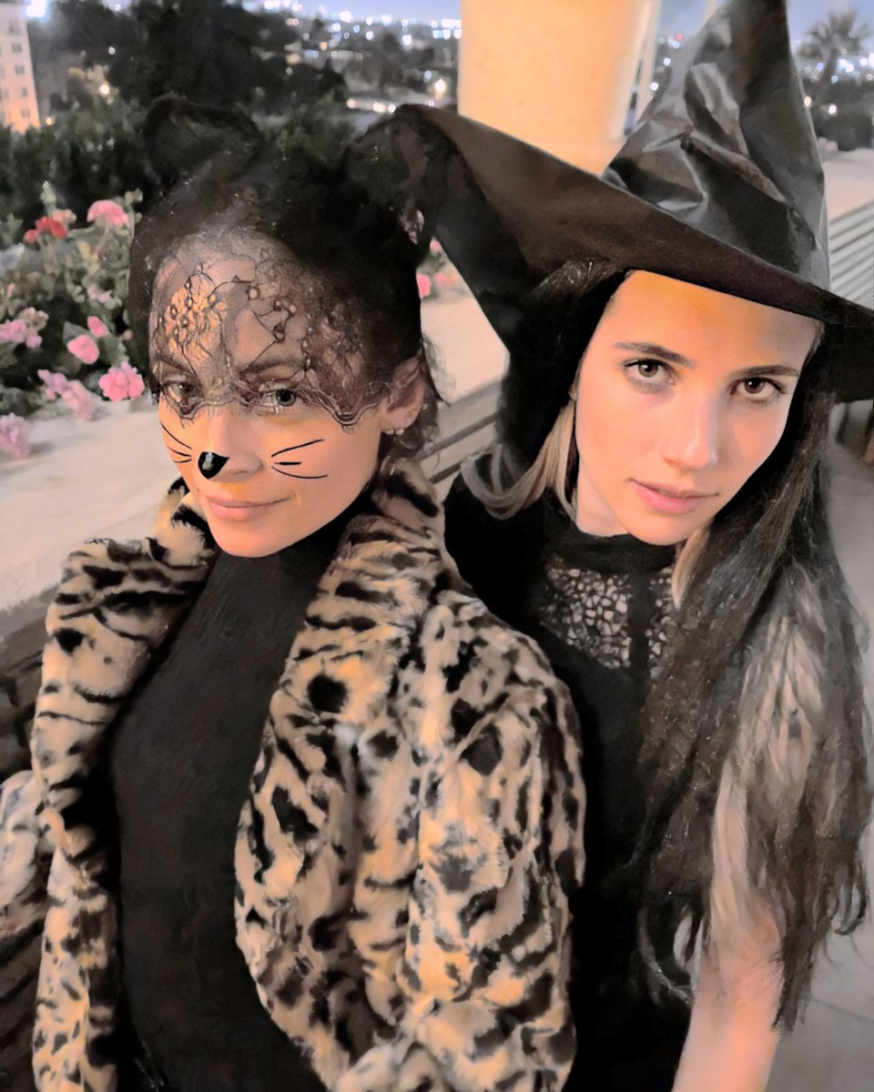 Best Of Emma Roberts On Twitter Emma Roberts And Nicolerichie On Halloween