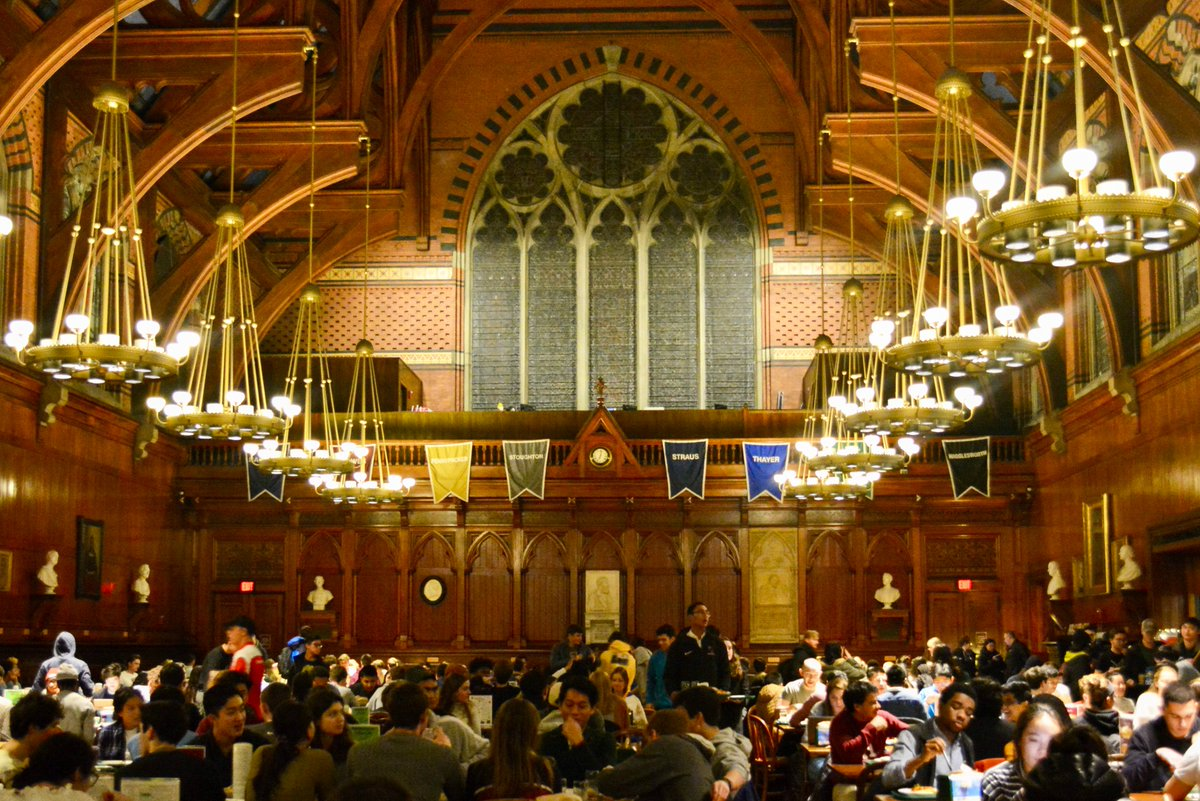 #Harvard undergrads w/ #foodallergies and #foodintolerances said they struggle to navigate on-campus dining citing several issues. Read more here - http://bit.ly/32NBUyz.  #foodallergy #nutfree #nutallergy #peanutfree #treenutfree #allergyfriendly #foodallergyawarenesspic.twitter.com/EKvUdnCYCL