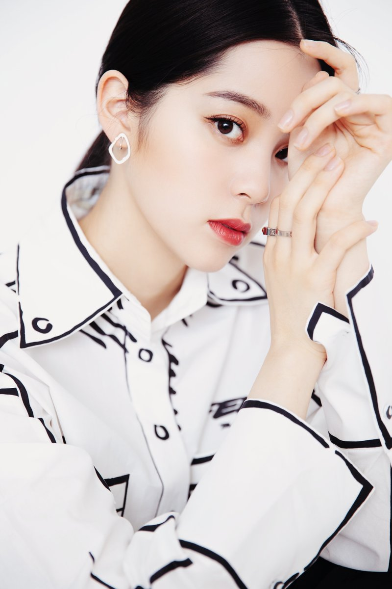#OuyangNana for a livestream with #LiJiaqi.  All photos: https://t.co/GLiLZlEebk  #欧阳娜娜 #李佳琦 https://t.co/BRA1mHUulD