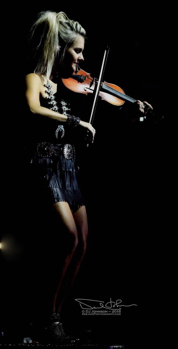 """""""Music gives a soul to the universe, wings to the mind, flight to the imagination and life to everything."""" -Plato • @BrookeLatka  • #cwybb #chanceywilliamsybb #countrymusic #music #violin #girlsofcountry #blackfringe #countryfashion #picoftheday #concertphotography #wyomingpic.twitter.com/95Dw3xyIdb"""