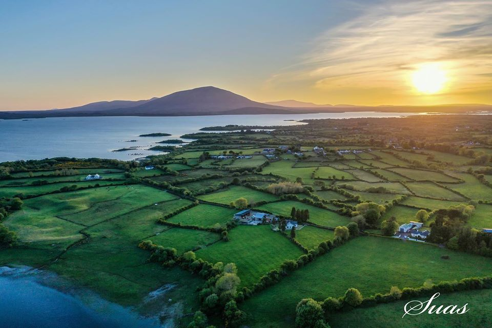 Thanks to Suas Drones (twitter & Instagram), who tagged us in this beautiful sunset above Lough Conn in #Knockmore    Please stay within the 5KM radius of home and remember to stick to #SocialDistancing guidelines.  #Mayo #WildMayo #Photoofthedaypic.twitter.com/jYzjoXX3B1