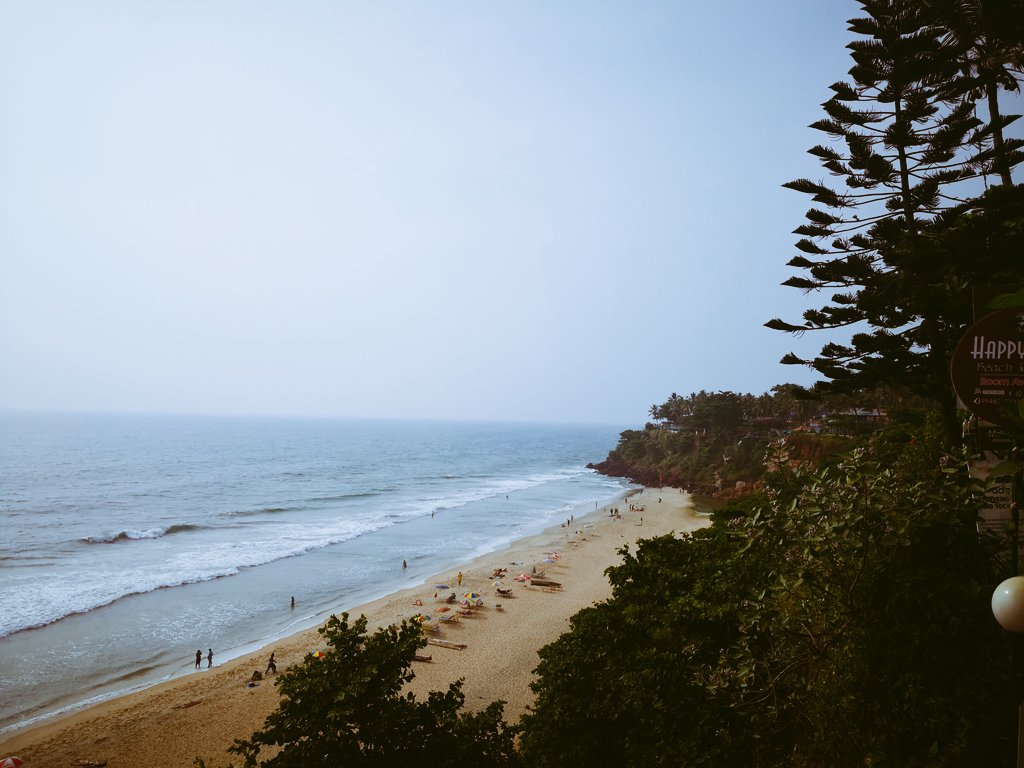 #varkalabeach #varkalacliff #kerala #beach #wanderlustXL #dewanderersoul https://twitter.com/joshi_swati_/status/1227830790286761985…pic.twitter.com/aeb5uH8Q5Z – at Varkala Beach