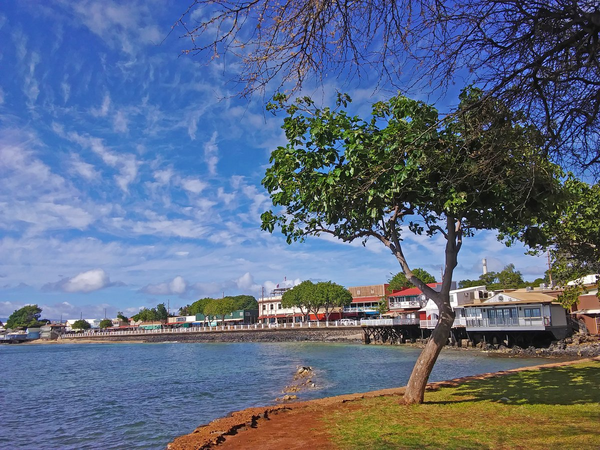 Lahaina is a small town located on Maui, #Hawaii. Once a top area for the whale trade. Today, the area shares messages of conservation and protection. Great area for shopping, surfing, art, museums, and more! Share pic of your fave small town. #TravelTuesday