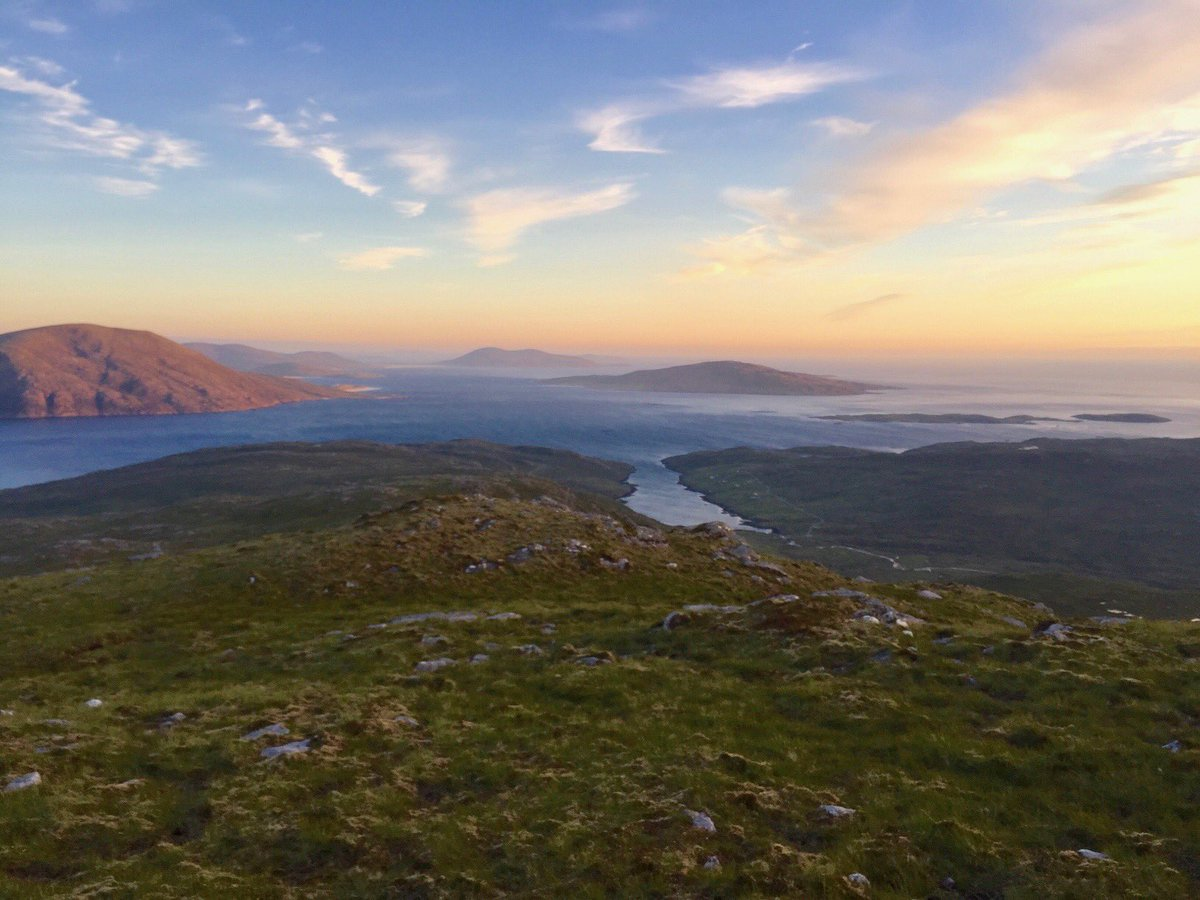 One year ago - pastel sunset skies on evening ascent in Harris #archive #scotland #mountains #islands #hebridespic.twitter.com/RPp2ehXPjj