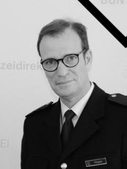 .@LuisCarrilhoPC & all @UNPOL extend their deepest condolences to the family & friends of the former #German Police Adviser to the @UN, Mr. Friedrich-Alexander Hoppe, whose intellect, analytical ingenuity & humor significantly contributed to increasing the impact of our work.#RIP https://t.co/lf73Cn4lrR