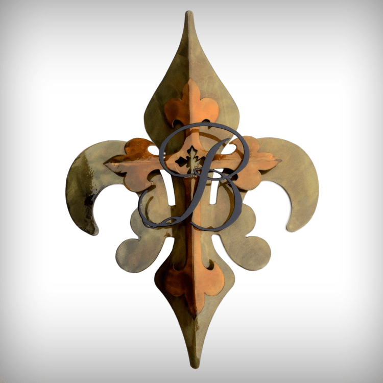 This beautiful Fleur de Lis piece is done in a patina bronze with gold cross and black initial and has a clear powder coat finish. Metal hanger welded on back for hanging. https://wowzaart.com/  #WallArt #MetalArt #FleurDeLispic.twitter.com/eDN58daDK4