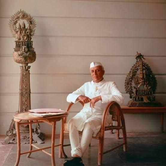 भारत के प्रथम प्रधानमंत्री एवं आधुनिक भारत के निर्माता #पंडित_जवाहरलाल_नेहरू जी की पुण्यतिथि पर उन्हें श्रद्धांजलि अर्पित करती हूँ। https://t.co/0KwIGqv8fx