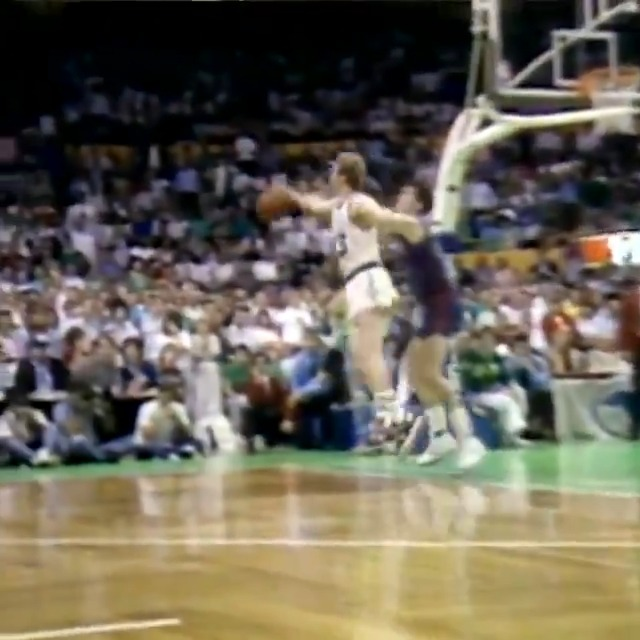 🚨 LARRY BIRD STEALS THE INBOUND PASS TO GIVE THE @CELTICS THE LEAD! 🚨  #NBATogetherLive https://t.co/jv5DA2DWqU