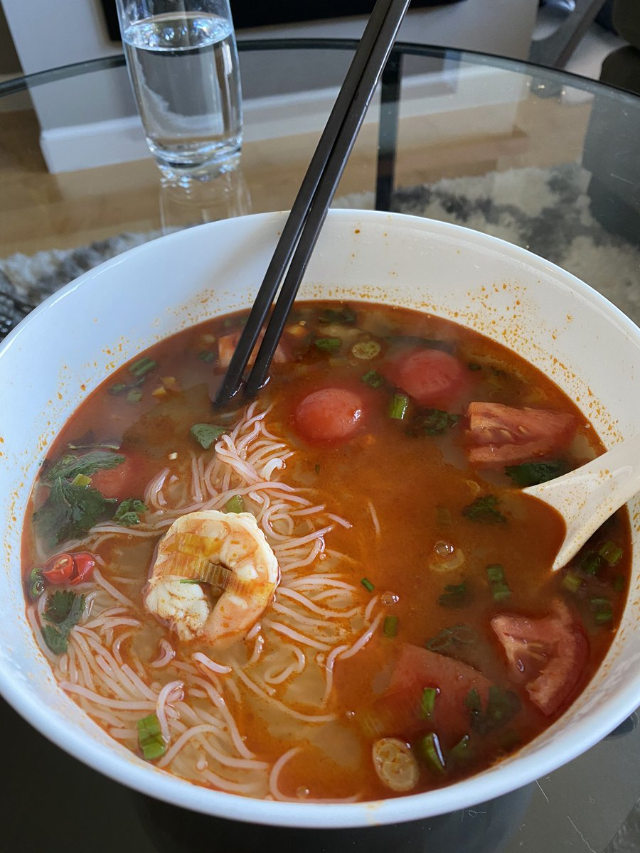 Homemade Tom yum noodle soup!   #Thai #food #soup #noodles #delicious pic.twitter.com/ygmRCDf4LG