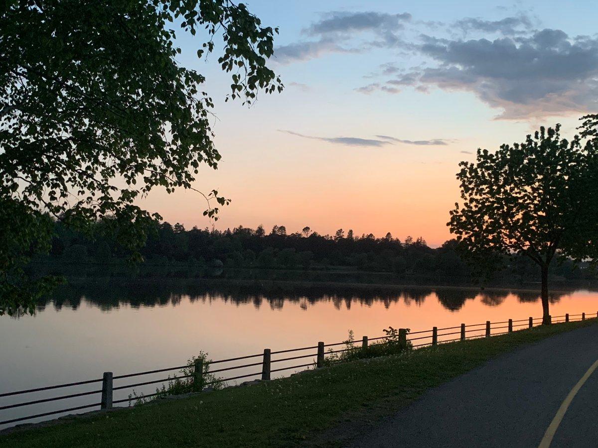 Gorgeous evening in #Ottawa pic.twitter.com/m8LtU7xg17