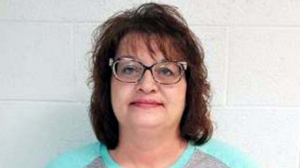 #MugshotOfTheDay: Ex-book keeper allegedly secretly added her daughter to her company's health insurance policy & committed other crimes. http://bit.ly/2znOKtb #insurance #fraud #healthcarefraud #insurancefraud pic.twitter.com/6UF93ebVKU
