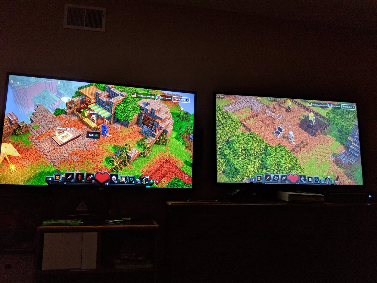 So far I'm loving this game and same with my player 2 wife we above that split screen life 2 TV's and 2 Xbox one Xs @dungeonsgame @Minecraft @XboxP3 @XboxGamePass @MicrosoftStore pic.twitter.com/cvhWNlvlPm