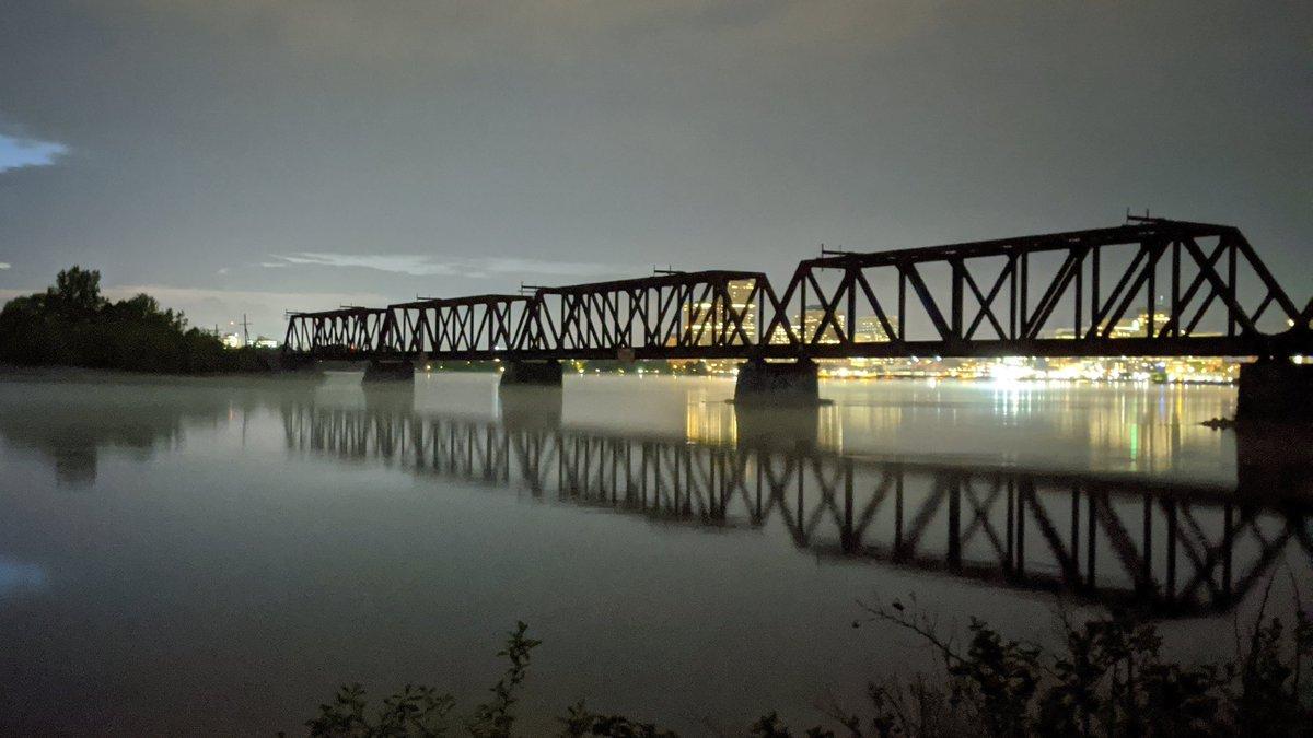 After sunset, on the path. #Ottawa pic.twitter.com/F7zCsgcx4x