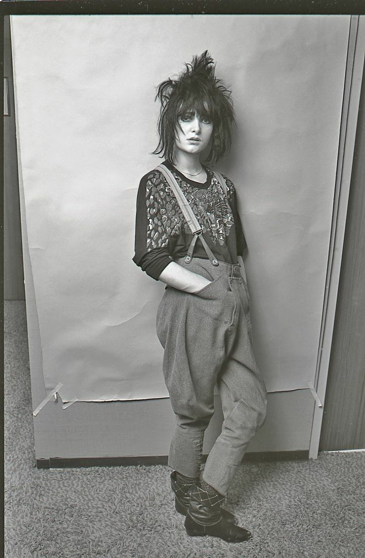 Happy Birthday to Susan Janet Ballon aka Siouxsie Sioux, songwriter, musician, and record producer, lead singer for the Banshees and the Creatures, born on this day in 1956, London, England  #punk #punks #punkrock #gothpunkrock #siouxiesioux #history #punkrockhistory #otdpic.twitter.com/WQBsrPZpED