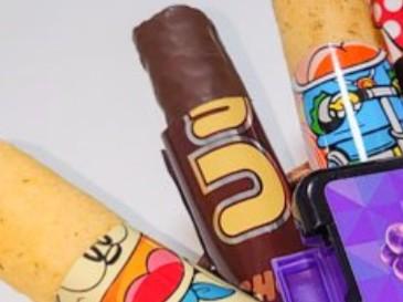 出ました!!スピード感を持って仕事が出来る菓子盆を考えました!!ちなみにこれはお母さんが仕送りのときに絶対入れてくれるお菓子です!最強の「リモートワークお菓子」チョイス王は誰だ!? 第15回「菓子盆選手権」 | オモコロ