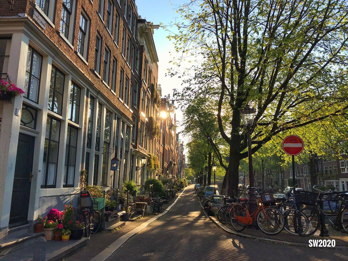 Early morning walk in #Amsterdam pic.twitter.com/wqaIUEegtJ