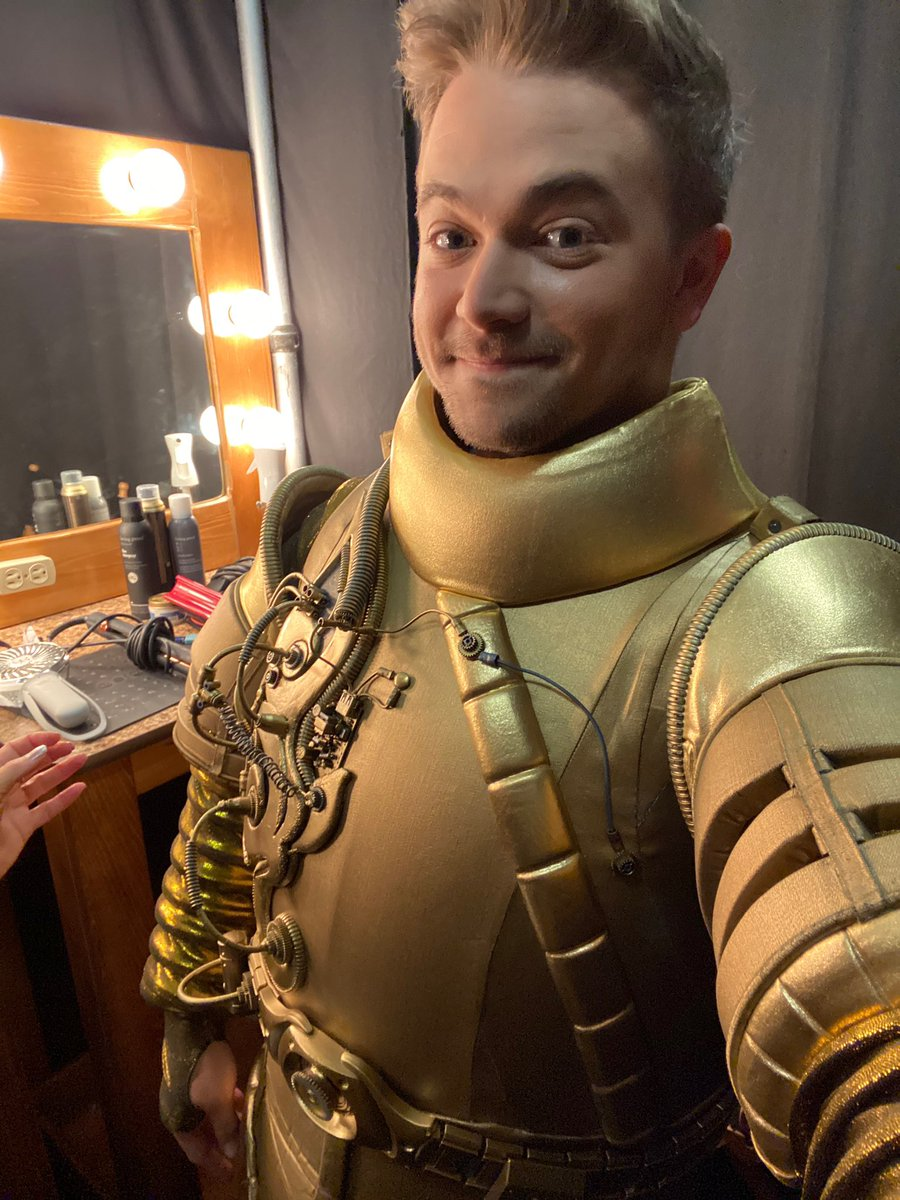 Had to break out the old suit to cheer on my new masked friends for the finale of @MaskedSingerFOX ! Go Turtle!<br>http://pic.twitter.com/oYMviusfoA
