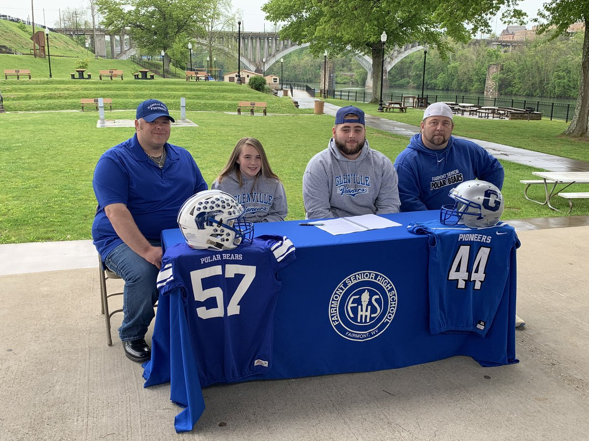 Fairmont Senior's Dom Owens has a new haircut and a new team to play for.  Owens signed with Mike Kellar and the Glenville State football program.  @Domowens57  @coach_kellar @GSCpioneers @GSCFootball https://t.co/OEPnuk4OjU