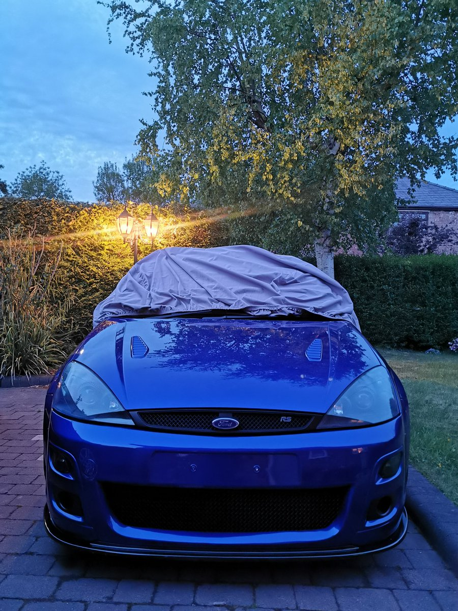 That's better, stone chips be gone and now we've a few holes to let some heat out from under the bonnet 😂 Cover back over soon and it won't see the light of day again for however long 🤦♂️  #FordFocusRS #1179 https://t.co/m6K4MCnQem