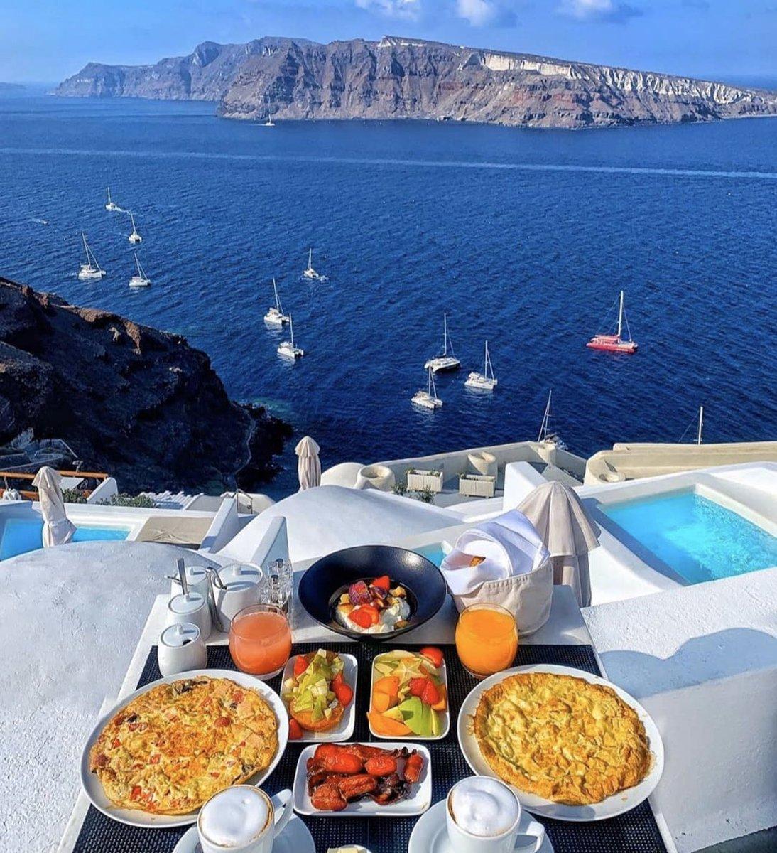 #Santorini is the goal. pic.twitter.com/vviQaJioxi