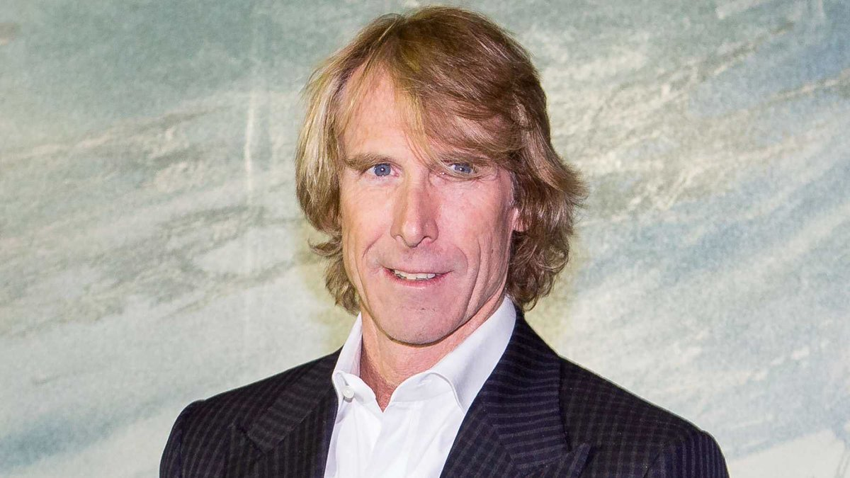 Michael Bay is set to produce a COVID-19 inspired film titled 'Songbird' that will film in 5 weeks. It takes place 2 years in the future with the pandemic still ongoing due to a virus that continues to mutate. The tone has been compared to 'Cloverfield' and 'Paranormal Activity'. https://t.co/nmEFHOMprI