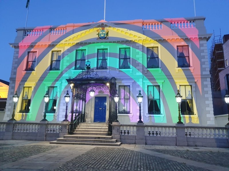 I and @DubCityCouncil are delighted to have @MansionHouseDub lit up by @HSELive to thank all frontline staff, acknowledge all thats been done by Dubliners to date during #COVID19 & remind you all of the need to remain vigilant & protect eachother. #HoldFirm #StayHome #Staysafe