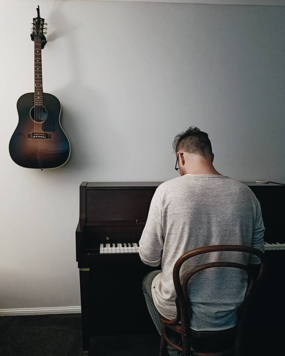 I got this piano in Sydney about 10 years ago but it's been with different family members most of that time while we moved around.  I'd always hoped if we were lucky enough to own our own place I'd get it back and hang my guitar on the wall ✨  Now all we need is a pot plant 🌿 https://t.co/rxMlzKqI6r