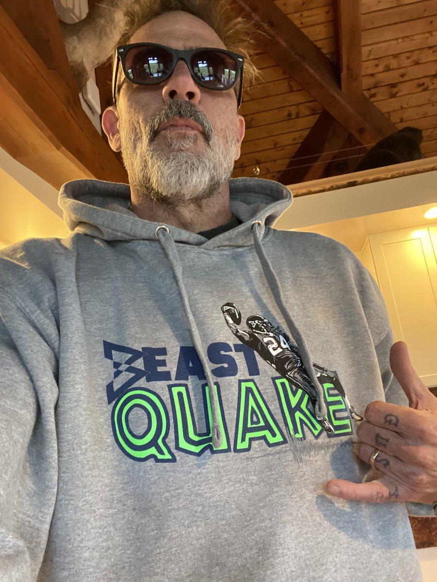 Man.... got me my new @MoneyLynch sweatshirt. I'm all about that action. Xojd